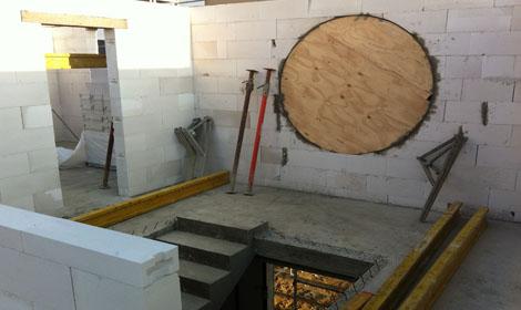 Schalung des runden Fensters im Obergeschoss