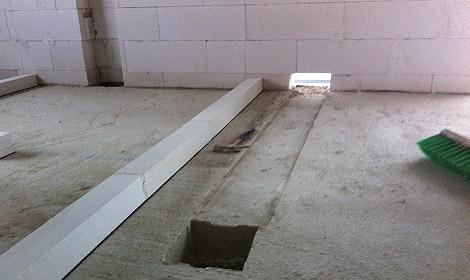 Vertiefung im Beton für den Abluftkanal der Dunstabzugshaube in der Küche