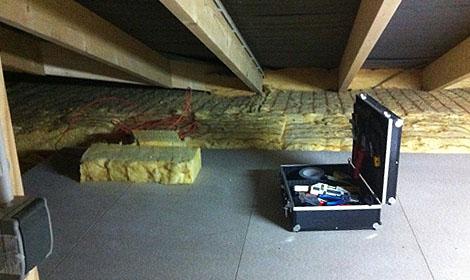 ...um eine Lagerfläche für Kartons zu schaffen.