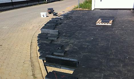 zufahrt garage und zuwegung zum haus wir bauen unser haus. Black Bedroom Furniture Sets. Home Design Ideas